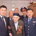 В Павлодаре под окнами ветеранов исполнили военные песни 1
