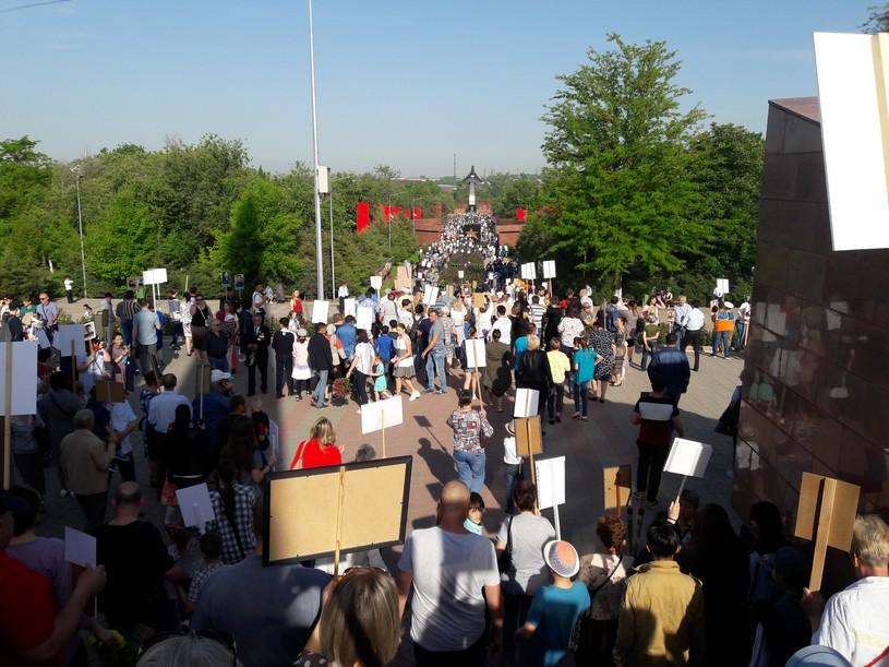 В Шымкенте прошло шествие «Поклонись героям»