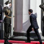"""Президента Украины Владимира Зеленского """"отправляют"""" в отставку 1"""