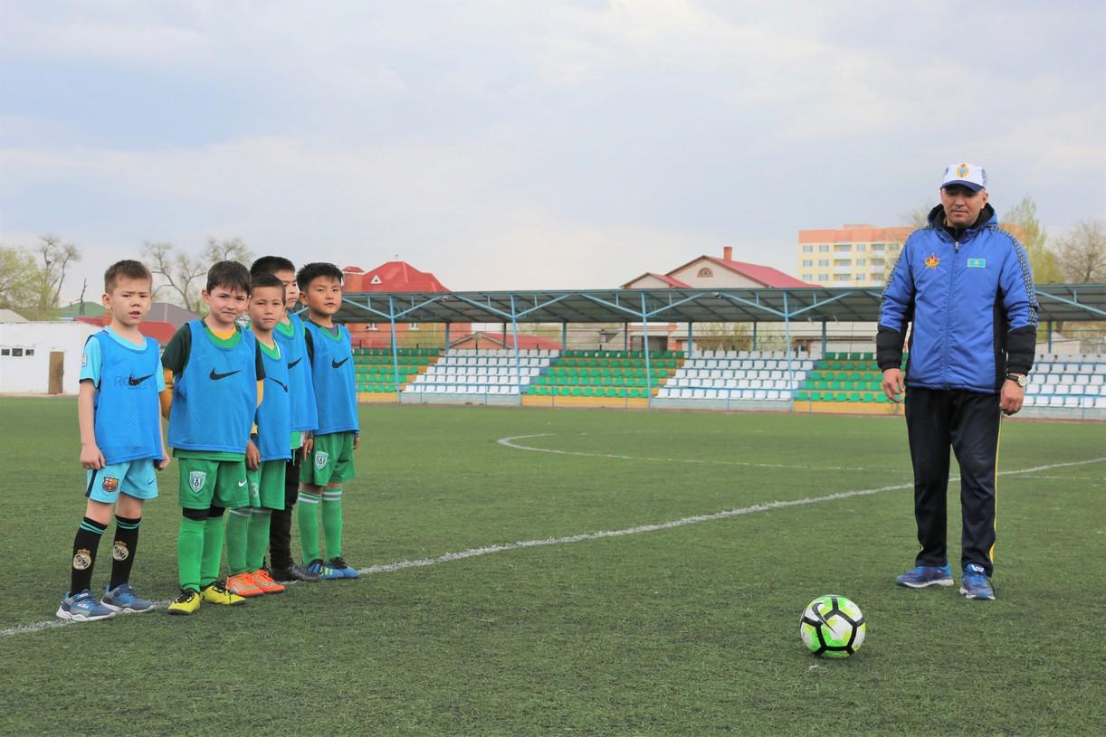Прошел турнир по мини-футболу «Кожаный мяч» среди детей военнослужащих