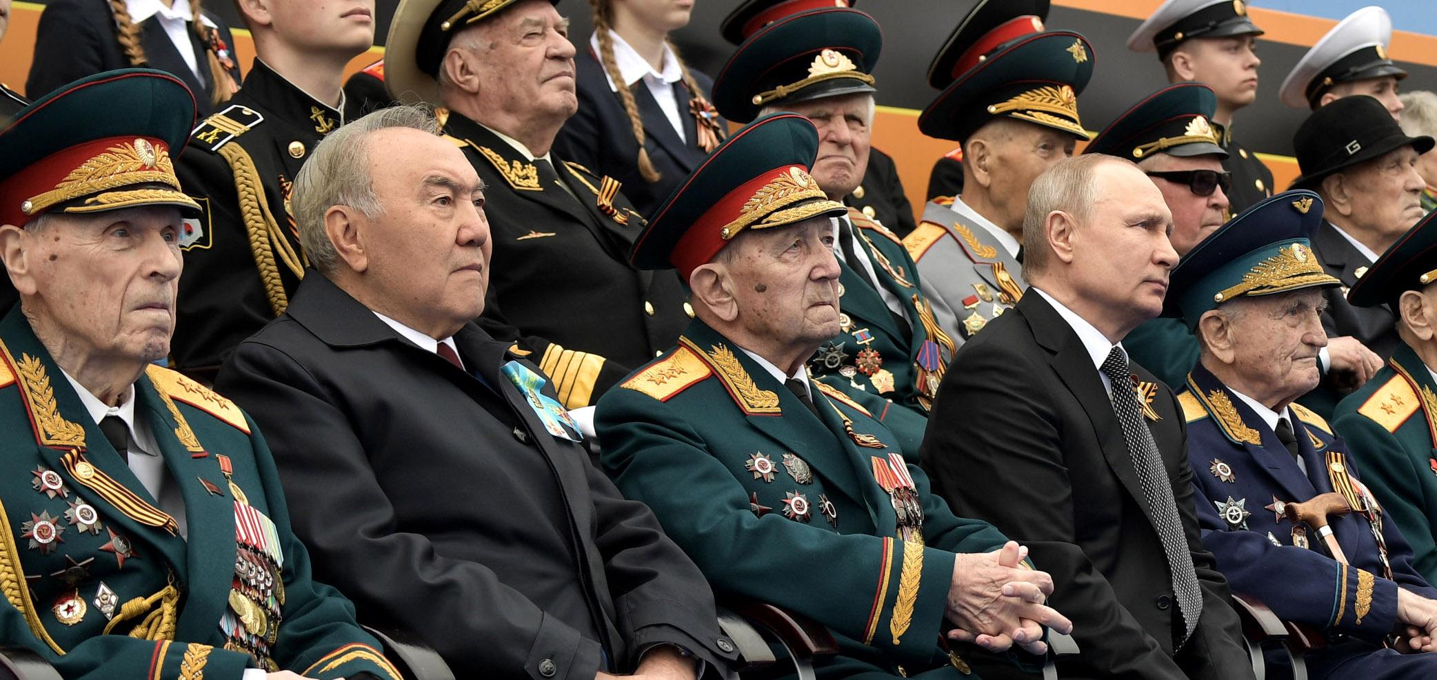 Нурсултан Назарбаев посетил военный парад в Москве