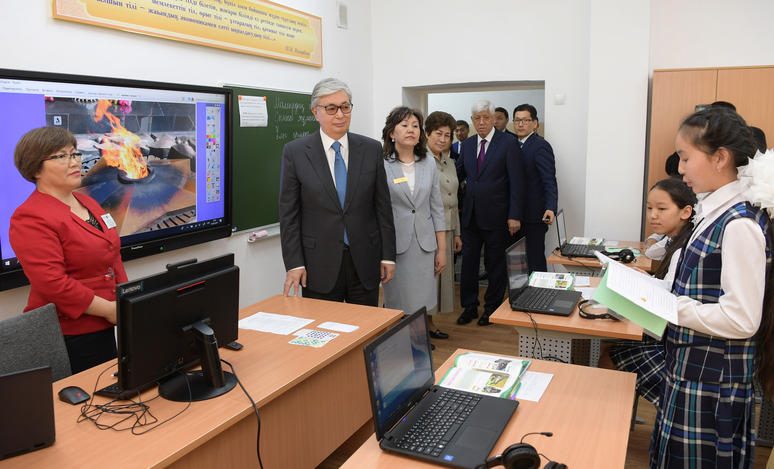 Президент Казахстана посетил школу в городе Уштобе