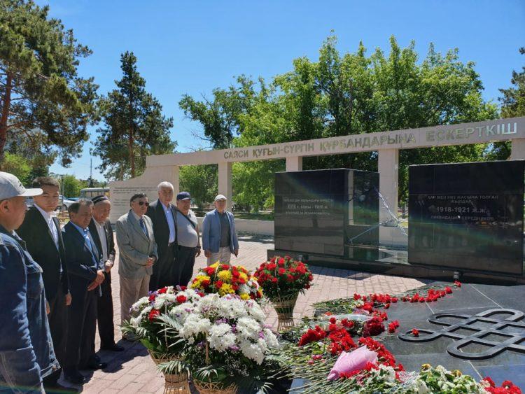 Амиржан Косанов возложил цветы к памятнику жертвам политических репрессий 1