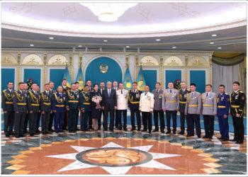 За личное мужество и доверие народа сельский участковый из СКО получил награду из рук Президента РК 1