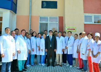 В Шымкенте открыли мемориальную доску знаменитому хирургу Бигалиеву 2