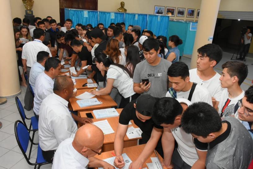 В Туркестанской области проходит голосование на внеочередных выборах президента РК