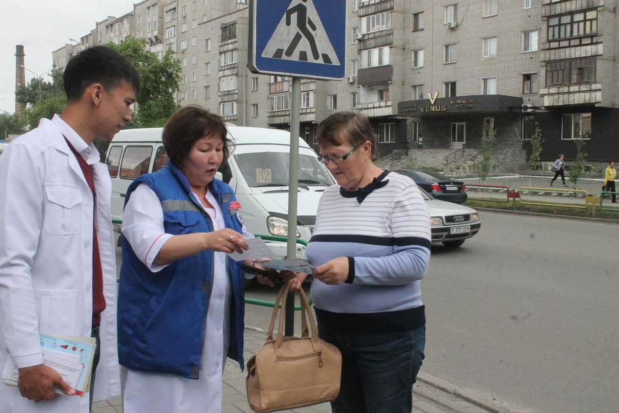 В Семее прошла акция «Безопасное движение». Инициаторы — работники скорой помощи города.