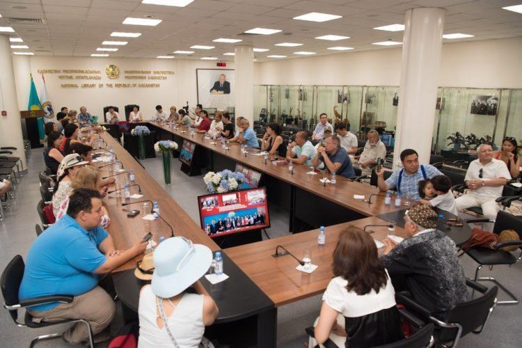 В Алматы презентовали дискуссионный клуб по изучению казахского языка «Мәміле» 1