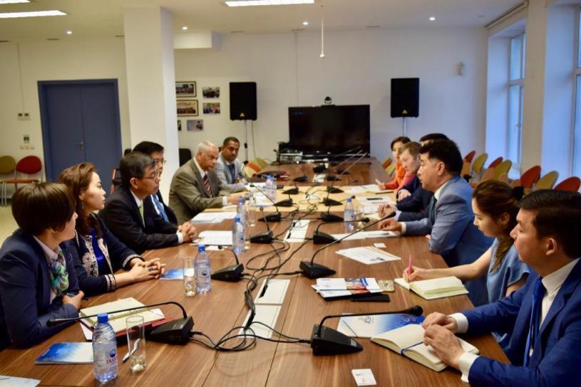 Казахстан перенимает опыт реформ госслужбы Сингапура