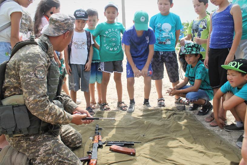 В военных гарнизонах проходят дни открытых дверей для отдыхающих детских лагерей
