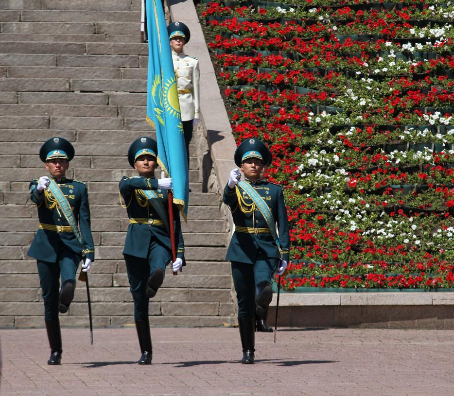 В честь дня столицы Касым-Жомарт Токаев поднял главный флаг страны