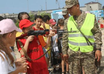 В военных гарнизонах проходят дни открытых дверей для отдыхающих детских лагерей 1