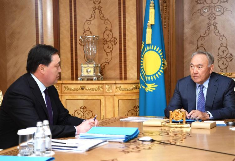 Нурсултан Назарбаев и Аскар Мамин обсудили развитие Казахстана 1