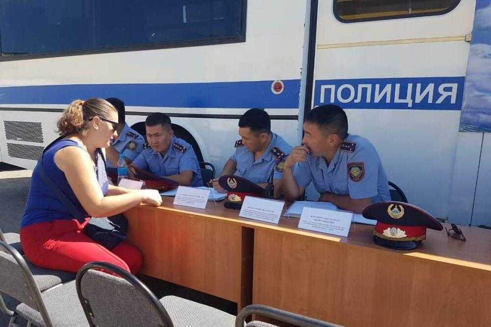 823 граждан посетили «Приемную на дороге»