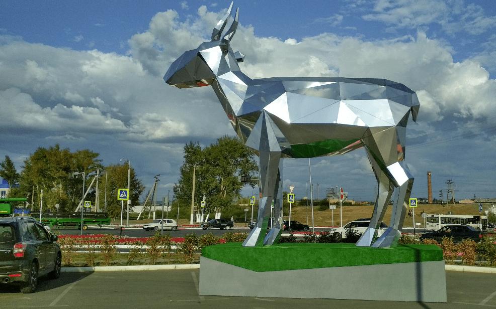 В Костанае установили 7-метровую инсталляцию «Сайгак»