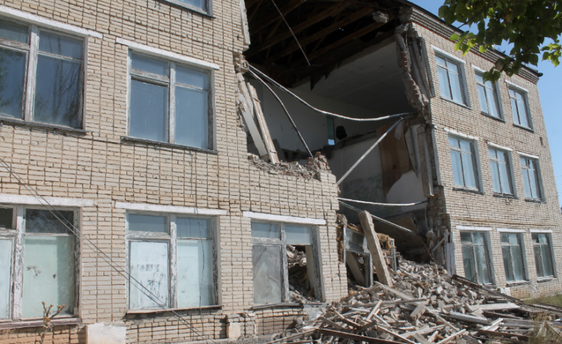 В ЗКО рухнуло здание колледжа