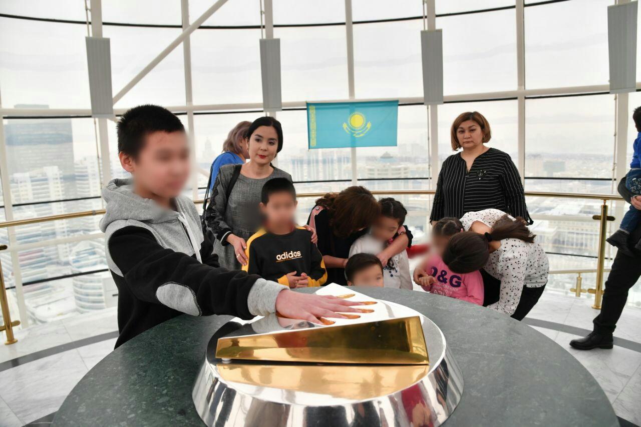 Возвращенных из Ирака казахстанских детей передали родственникам