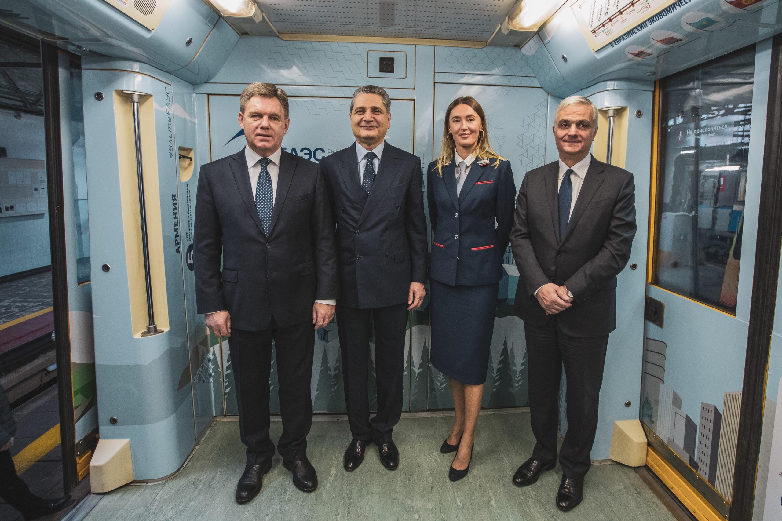 В московском метрополитене появился вагон о Казахстане