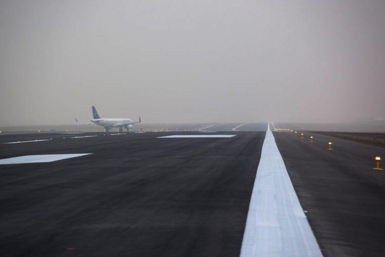 Светосигнальную систему на взлетной полосе восстанавливают в аэропорту Алматы