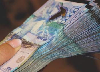 Банковский работник занял и не вернул жителям Актобе миллионы тенге