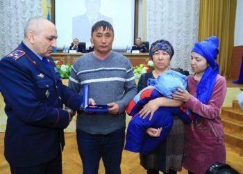 Акимат выделит квартиру семье погибшего полицейского