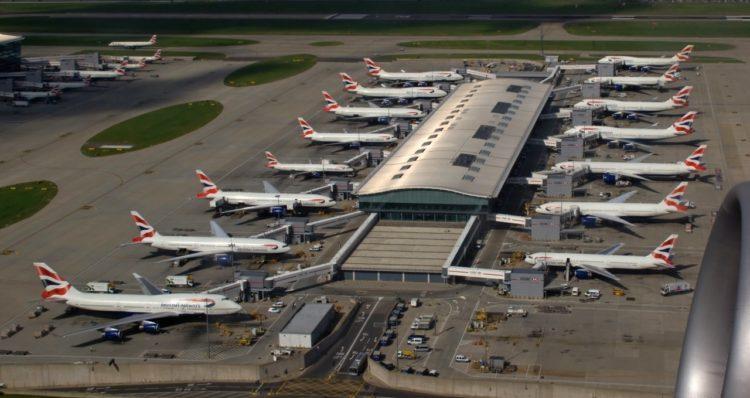 Бортпроводники British Airways погибли в ДТП рядом с аэропортом Хитроу