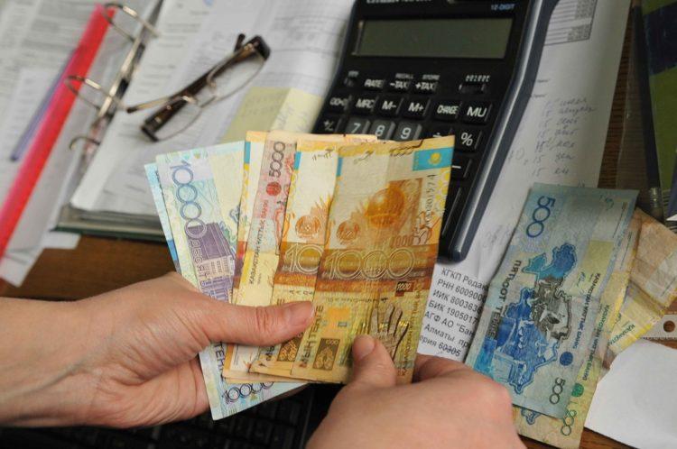 Минимальная заработная плата в Казахстане должна быть 72 тысячи ...