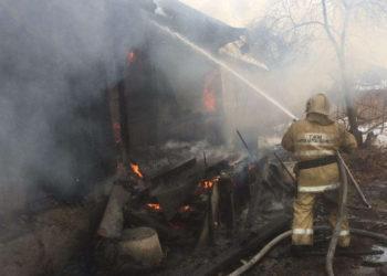 Один взрослый и трое детей погибли в пожарах в ВКО