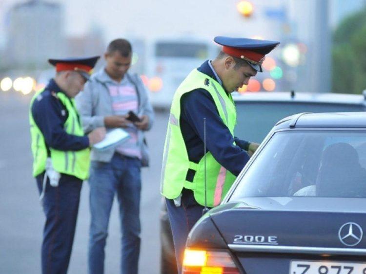 Полицейские Караганды пожаловались на денежные поборы от руководства и тут же получили наказание 1