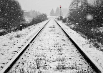 Поезд переехал ноги жительницы Караганды