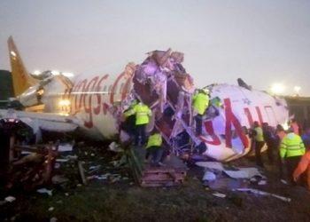 Три человека погибли, более ста ранены при жесткой посадке самолета в Стамбуле