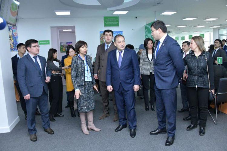 Заместитель Премьер-Министра ознакомился с работой ОСМС 1