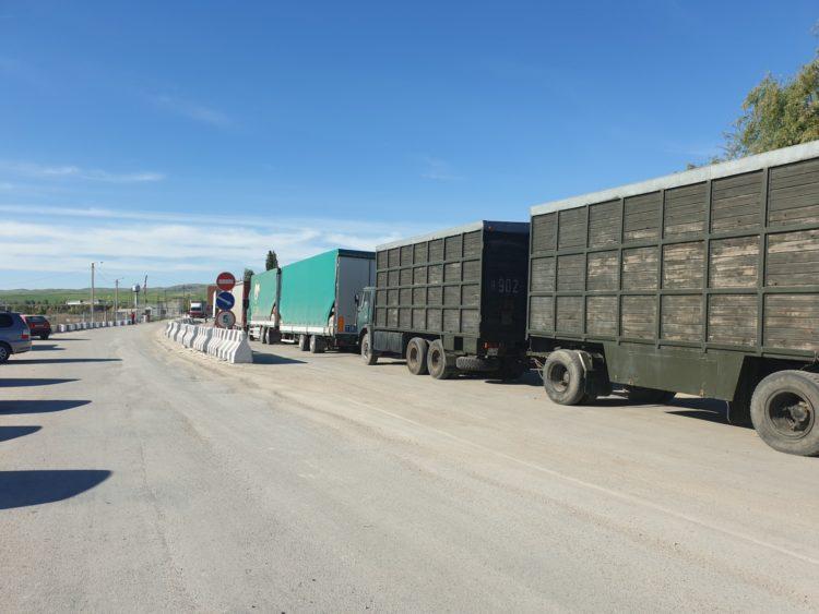 Упрощение процедуры грузоперевозок между Казахстаном и Кыргызстаном обсудили Токаев и Жээнбеков