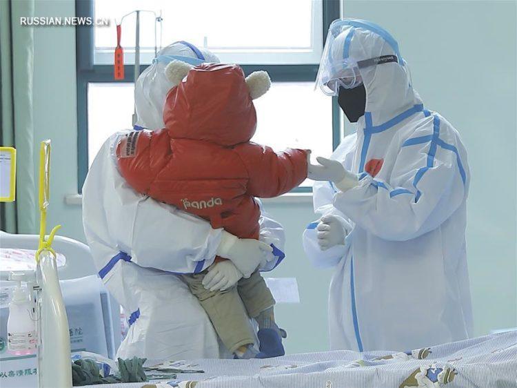 Заразившегося коронавирусом годовалового малыша выписали из больницы в Китае