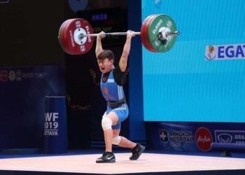 Казахстанский тяжелоатлет завоевал золото на международном турнире в Ташкенте