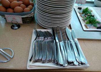 Крупную сумму украли официантки у посетителя кафе в Алматинской области