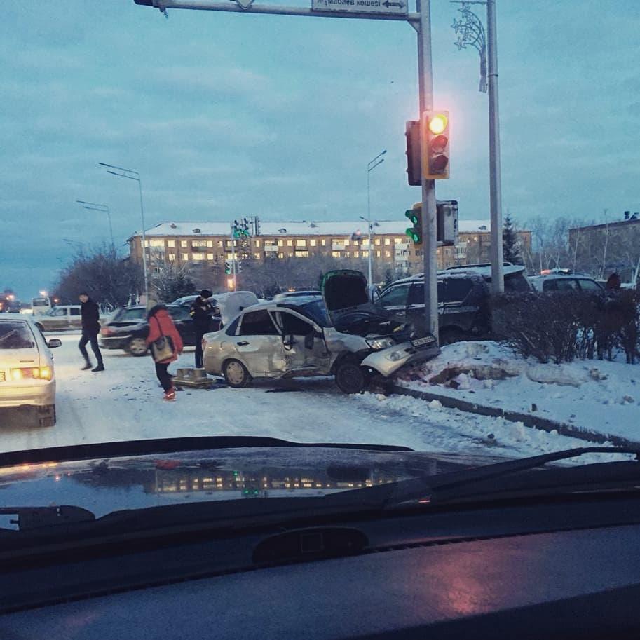 Пассажирка и водитель пострадали в результате страшного ДТП в Петропавловске 1