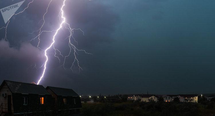 Гроза, туман и гололед: штормовое предупреждение объявили в столице и шести областях республики