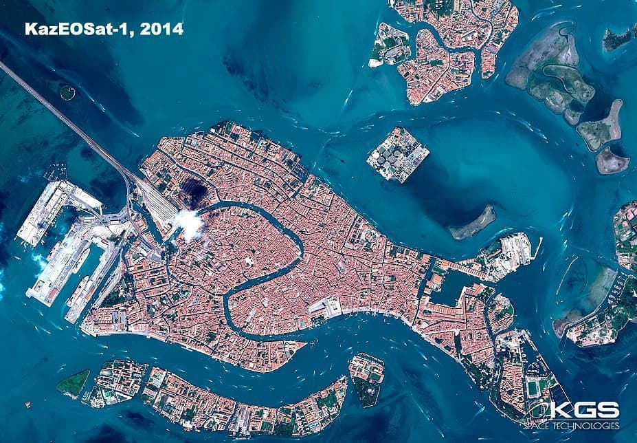 Казахстанские спутники ДЗЗ запечатлели обезвоженную Венецию 1