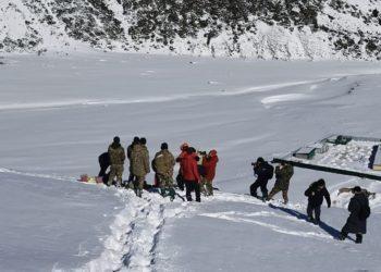 Обрушившаяся снежная лавина перекрыла автодорогу под Алматы