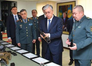 Токаев посетил штаб-квартиру военной разведки 2