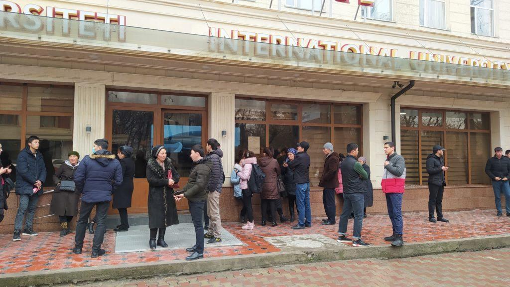 Тысячи узбекских студентов покидают казахстанские вузы. Зачем им это 2