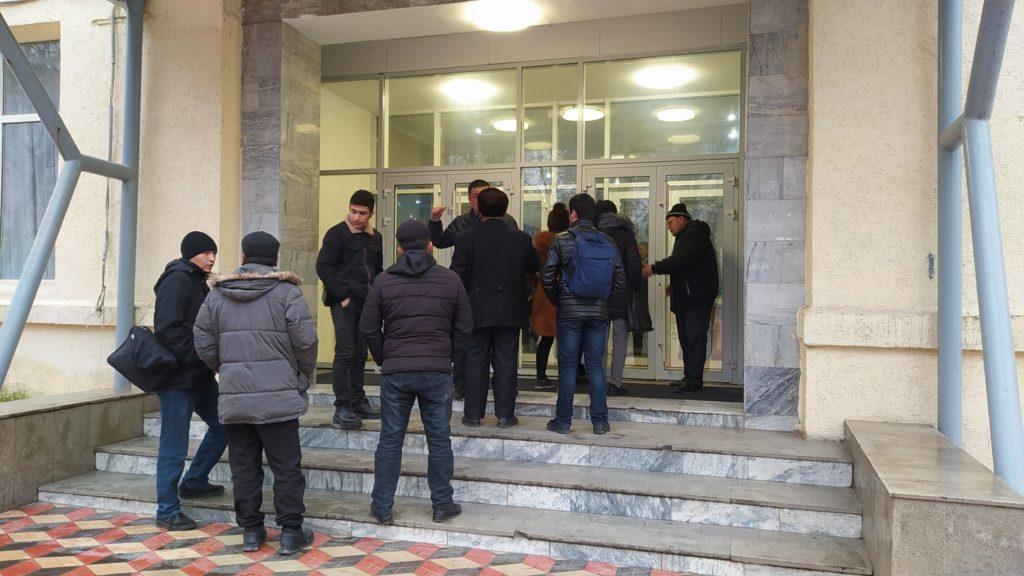 Тысячи узбекских студентов покидают казахстанские вузы. Зачем им это 1