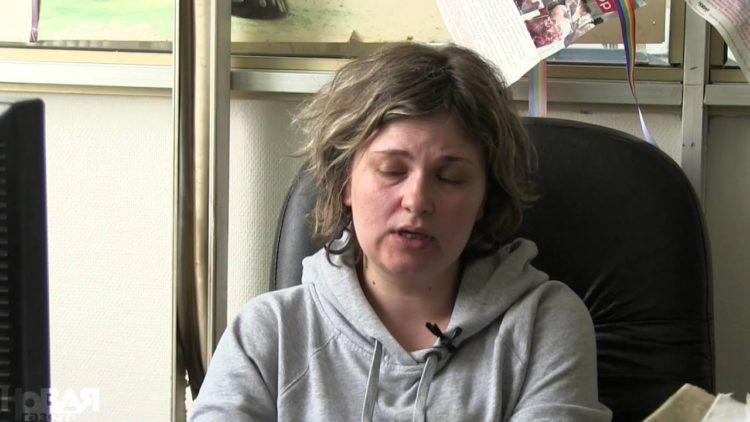 Рассказавшую об убийствах геев в Чечне журналистку избили в Грозном 1