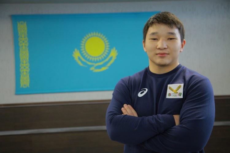 16-летний казахстанский штангист установил мировой рекорд 1