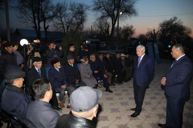 Сапарбаев высказался об акимах, которые «боятся своего народа»