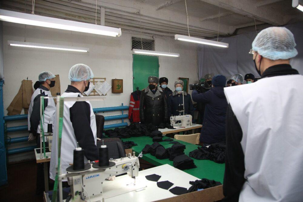 Глава МВД поручил премировать осужденных, которые шьют защитные маски 1