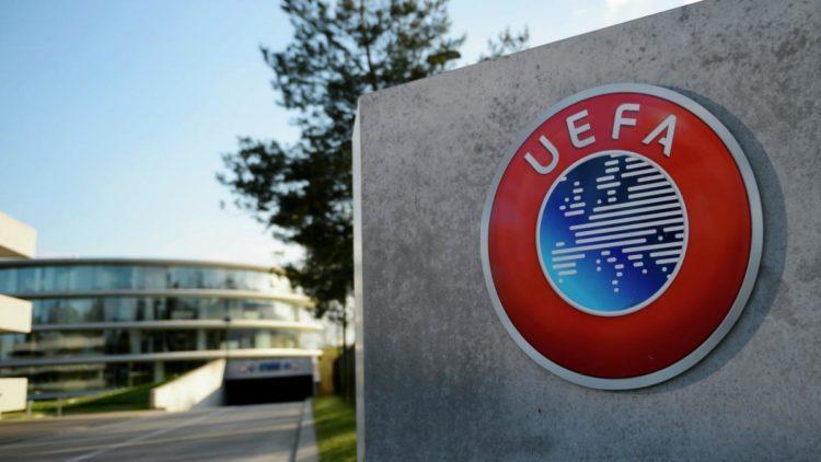 УЕФА запретил предматчевые рукопожатия из-за коронавируса