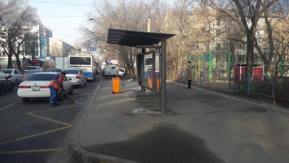 Задержан пьяный водитель, сбивший женщину на остановке в Алматы 1