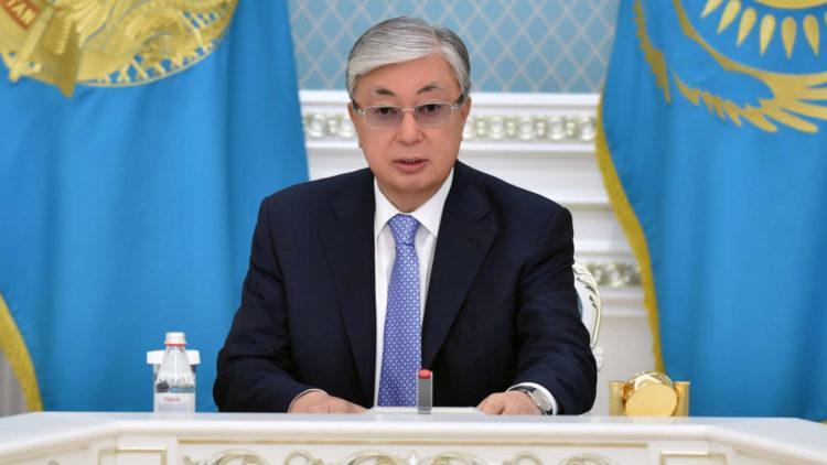 Токаев поздравил казахстанцев с Днем благодарности